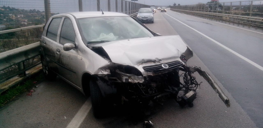 """Incidente sulla Ss 640. Auto carambola sul viadotto """"Pantano"""", ferito pasticcere di Caltanissetta"""