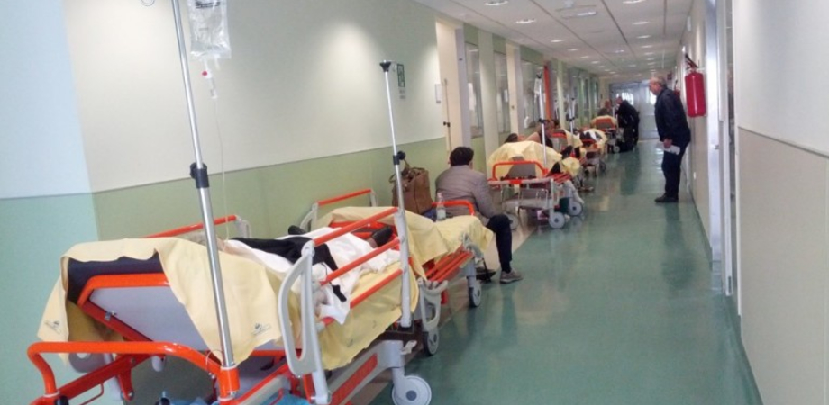"""Al """"Sant'Elia"""" reparto di Cardiologia al collasso, il Nursind denuncia: """"Manca personale. Pazienti in barella nei corridoi"""""""