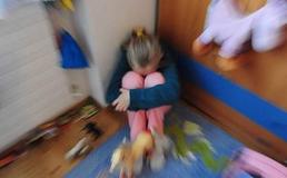 Caltanissetta, abusi sessuali sulla figlia: due genitori alla sbarra
