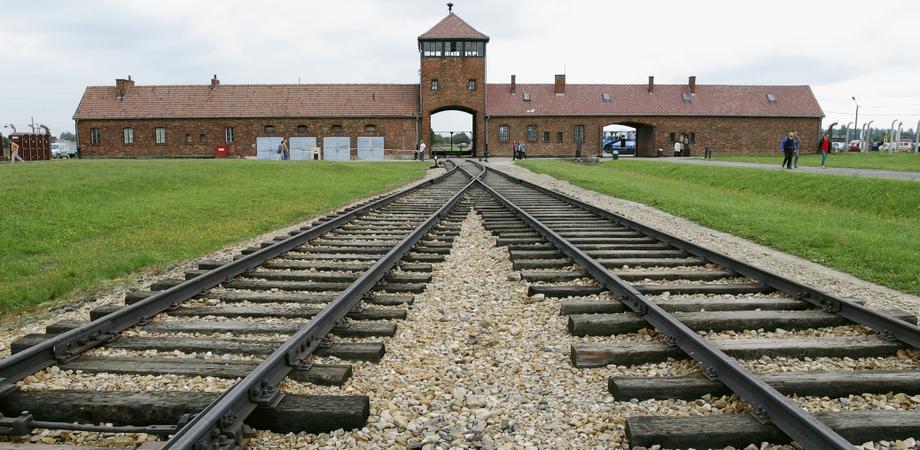 Olocausto. Deportati nisseni nei lager, il prefetto consegna due medaglie d'onore