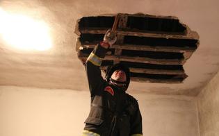 http://www.seguonews.it/pioggia-in-casa-crolla-tetto-in-alloggio-iacp-a-santa-barbara-in-ospedale-una-donna-illesi-i-due-figli-piccoli