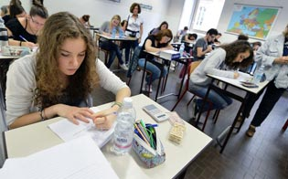 http://www.seguonews.it/esami-di-stato-2015-oggi-tutti-in-classe-per-la-prova-di-italiano-le-tracce