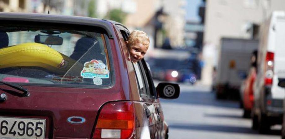 """Nuovo decreto anti-fumo: """"Vietato fumare in macchina in presenza di minori a bordo"""""""