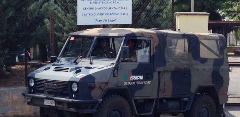 Venti militari in meno per vigilare il centro di Pian del Lago. Tagli sulla task force inviata dall'Esercito