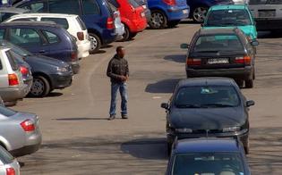 http://www.seguonews.it/posteggiatori-molesti-a-santelia-polizia-multa-due-stranieri-sequestrate-monete-per-oltre-200-euro