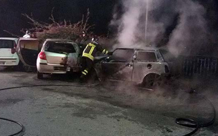 https://www.seguonews.it/incendiari-scatenati-gela-rogo-distrugge-auto-davanti-municipio