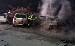 http://www.seguonews.it/incendiari-scatenati-gela-rogo-distrugge-auto-davanti-municipio