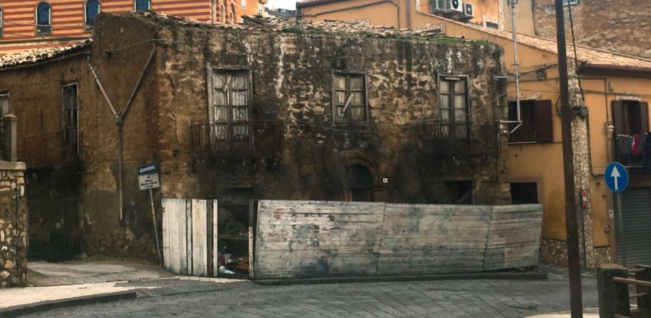 """Immobile pericolante in via Messina. Aiello (FI): ' Intervenire prima di un crollo"""""""