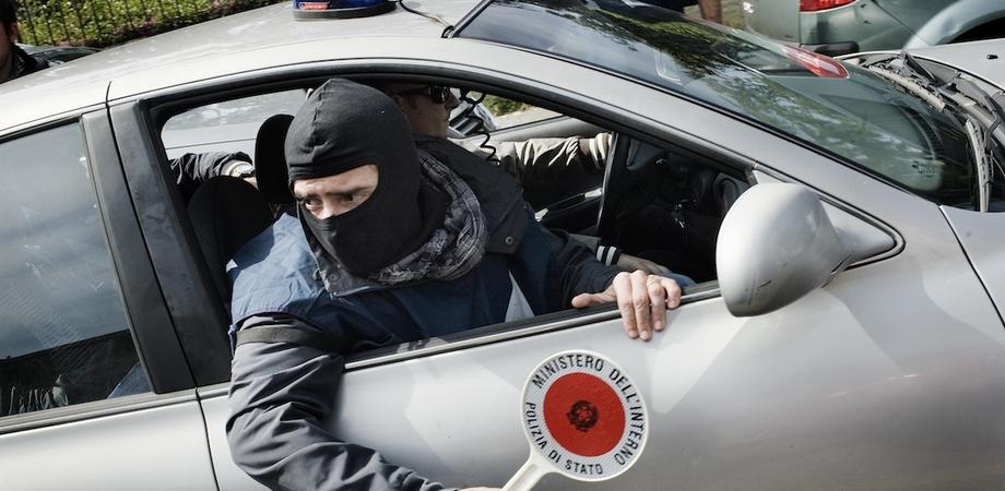 Le mani della mafia sull'ortofrutta, 20 arresti. Sequestri e perquisizioni della Dia di Caltanissetta nelle aziende