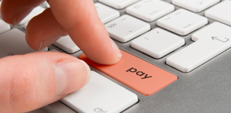 Acquisti sul web: attenzione a cliccare ripetutamente la conferma del pagamento on line