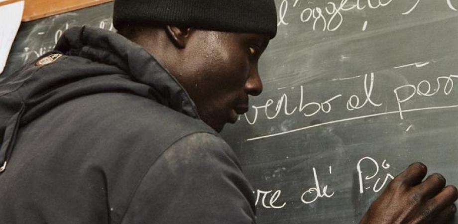 Caltanissetta. Troupe ucraina racconta le lezioni di inglese degli stranieri alla Polizia Municipale