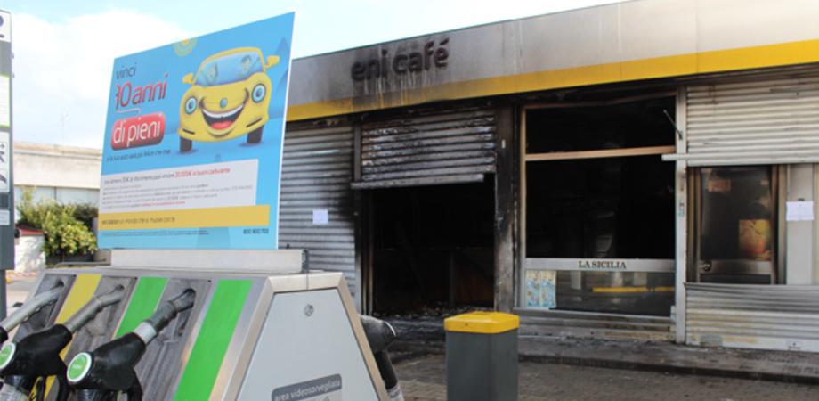 La malavita alza il tiro a Gela: attentato incendiario contro distributore di benzina