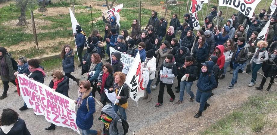 """""""Fuori gli americani da Niscemi"""", protesta senza incidenti. Tutto pronto per la mobilitazione nazionale del 4 aprile"""