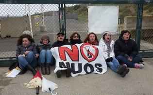 https://www.seguonews.it/muos-sale-tensione-niscemi-donne-bloccano-i-mezzi-americani-davanti-lingresso-cantiere