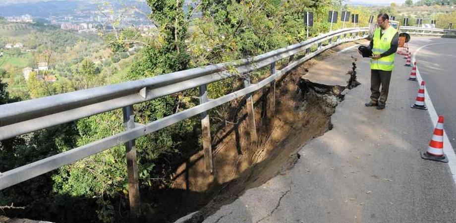 Le strade del Vallone continuano a franare. Chiusa la provinciale Villalba-Marianopoli