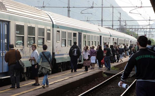 http://www.seguonews.it/treni-in-ritardo-pendolari-nisseni-nel-caos-la-deputata-m5s-cancelleri-accusa-trenitalia-basta-disagi