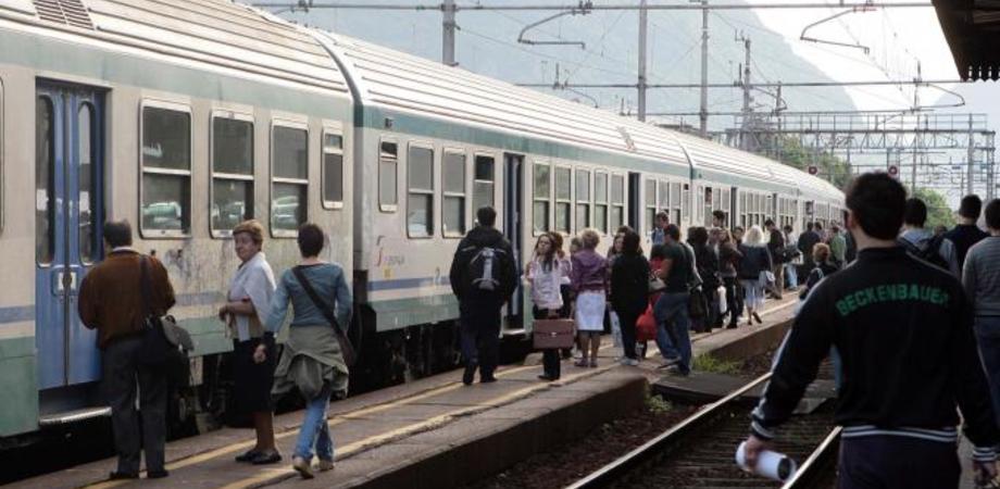"""Treni in ritardo, pendolari nisseni nel caos. La deputata M5S Cancelleri accusa Trenitalia: """"Basta disagi"""""""