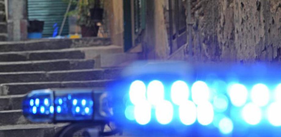 Schiamazzi notturni nel rione Saccara di Caltanissetta. Poliziotti intervengono, nigeriano ubriaco li aggredisce: denunciato