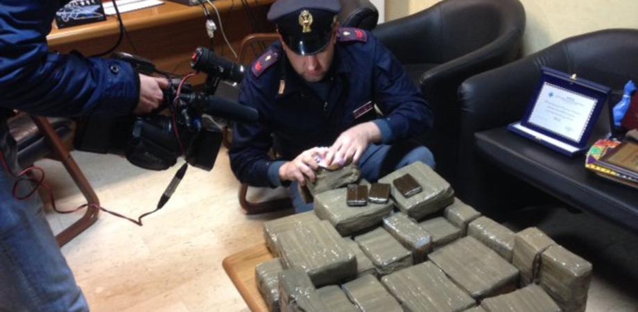 Il maxi sequestro di hashish a Niscemi, un guadagno da 380mila euro. L'ombra dei narcos internazionali con canali nel Nisseno LE FOTO