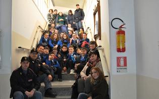 http://www.seguonews.it/tutti-a-scuola-di-polizia-progetto-legalita-a-niscemi-studenti-del-terzo-circolo-affiancano-le-pattuglie-su-strada