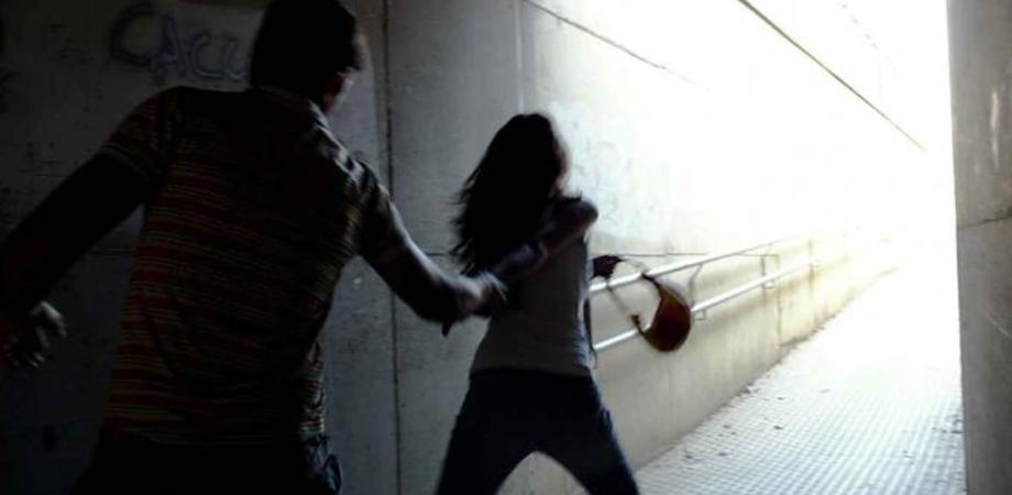"""Caltanissetta. Violenza sessuale su ragazza, commerciante rinviato a giudizio. L'accusa: """"L'ha palpeggiata al seno"""""""