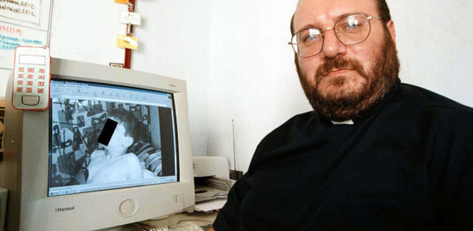 "Su Internet video con neonati violati, la denuncia shock di Meter. Don Di Noto: ""Materiale sconvolgente"""