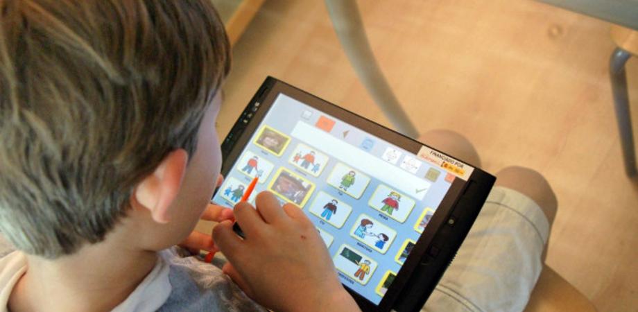 """Caltanissetta. """"Un anno di attesa per il tablet alla bimba autistica"""": la denuncia di un genitore"""
