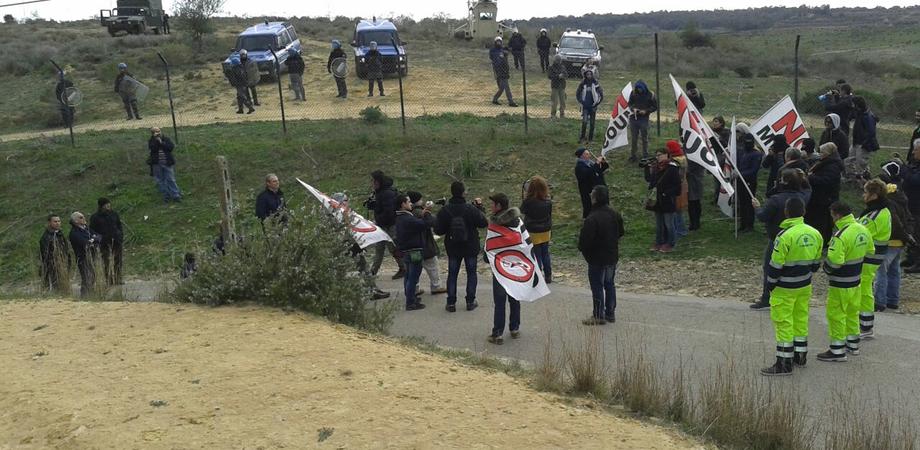 """Muos, delegazione di parlamentari M5S ispeziona la base di Niscemi:  """"Garanzie dagli Usa, lavori fermi"""""""