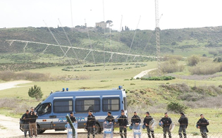 http://www.seguonews.it/antenne-muos-la-procura-di-caltagirone-indaga-otto-persone-per-la-realizzazione-abusiva-dellimpianto-di-niscemi