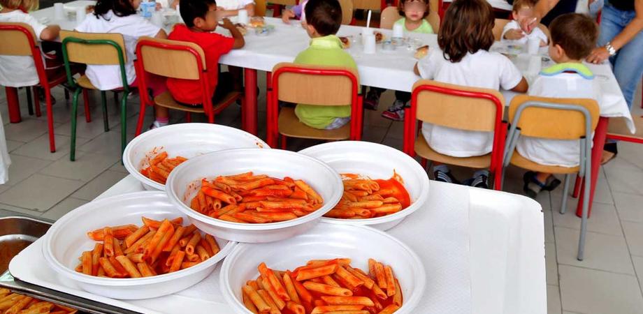 San Cataldo, mensa scolastica: scongiurati i licenziamenti annunciati. Il servizio pronto a partire