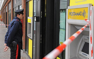 https://www.seguonews.it/a-riesi-vandalo-armato-di-mazza-distrugge-ufficio-postale-e-tabaccheria-sospetti-dei-carabinieri-su-un-giovane