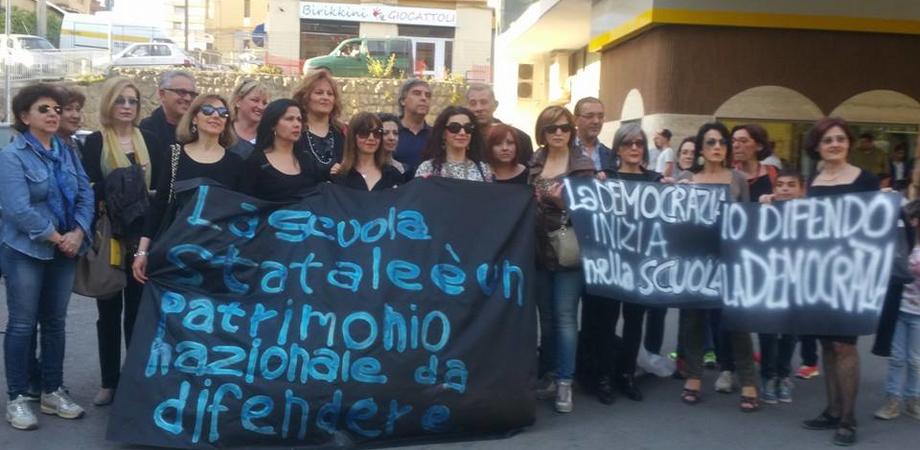 """La """"marcia"""" su piazza Garibaldi contro la scuola di Renzi. Oggi a Caltanissetta la protesta di prof e sindacati"""