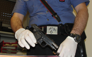 http://www.seguonews.it/il-nonnino-con-la-pistola-spagnola-clandestina-a-delia-blitz-dei-carabinieri-pensionato-ai-domiciliari