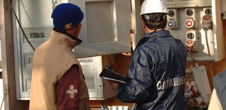 Lavoro nero a Caltanissetta, sospese due attività. Giro di vite dei carabinieri: multe per 150mila euro