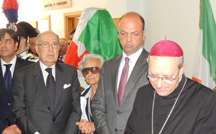http://www.seguonews.it/laula-magna-del-tribunale-di-caltanissetta-intitolata-ai-giudici-saetta-e-livatino-alfano-mantenere-viva-la-memoria-delle-vittime-le-foto