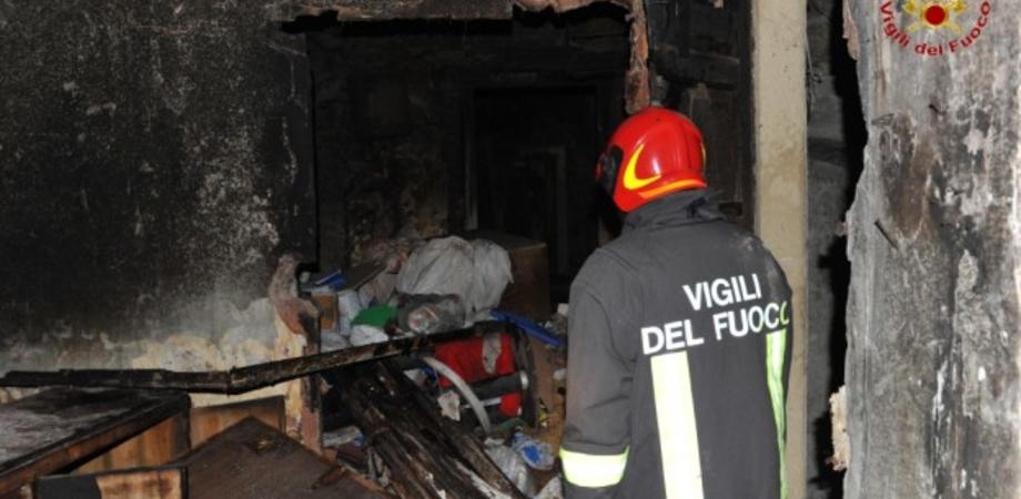 Niscemi, rogo in contrada Poggio Matrice: danneggiata una casa rurale