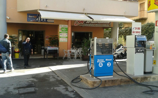 http://www.seguonews.it/attentato-alla-libanese-a-gela-auto-in-fiamme-lanciata-contro-un-bar-evitata-la-strage