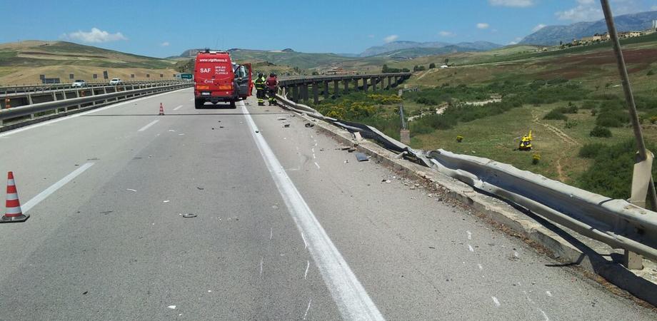 """La tragedia sulla A19, illeso il corriere di Caltanissetta. Faraone: """"Barriere inadeguate, si dimettano i vertici Anas"""""""