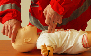 http://www.seguonews.it/manovre-salvavita-pediatriche-cri-prevenire-le-morti-accidentali