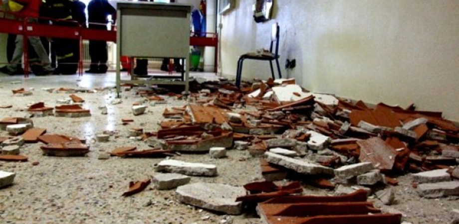 """Crolla soffitto al Liceo """"Manzoni-Juvara"""" di Caltanissetta. Sindacati critici: """"Provincia senza soldi, urge monitoraggio delle scuole"""""""