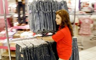http://www.seguonews.it/caltanissetta-lo-sfogo-di-una-mamma-commessa-domenica-al-lavoro-famiglia-trascurata-zero-incassi-meglio-i-negozi-chiusi