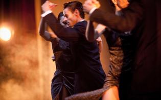 http://www.seguonews.it/ritorna-danzando-sotto-le-stelle-al-villaggio-santa-barbara-spettacoli-fino-a-settembre