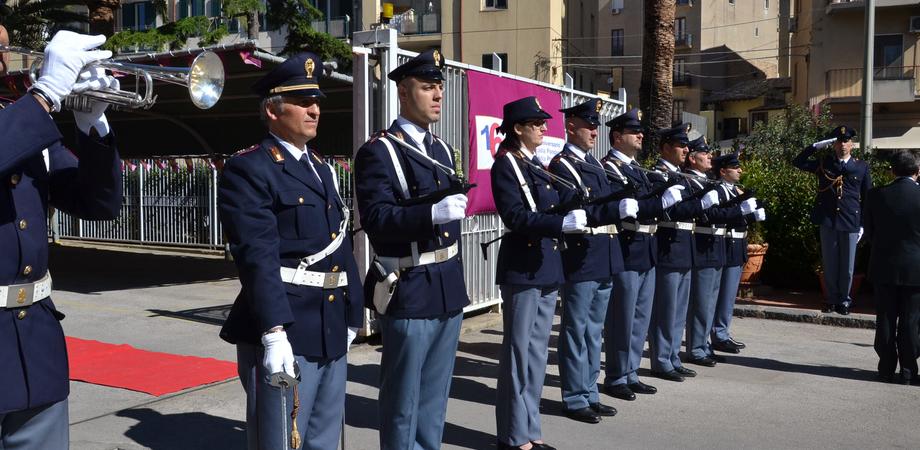I 163 anni della Polizia di Stato, venerdì cerimonia a Caltanissetta. Furti in calo, denunciati in aumento: ecco i premiati