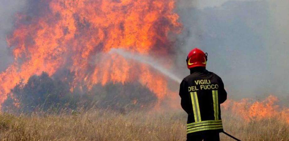 Incendi nei campi di grano, il sindaco di Gela chiede al prefetto più controlli