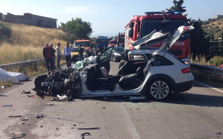 http://www.seguonews.it/violento-schianto-tra-auto-e-pullman-sulla-statale-115-bus-finisce-nella-scarpata-muore-lautista