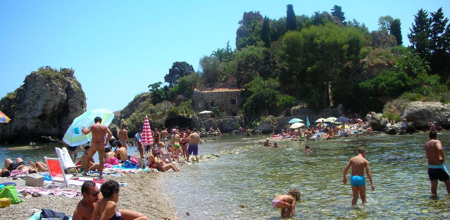 Ferragosto da incubo, nisseni derubati sulle spiagge siciliane: altri quattro furti denunciati alla Polizia