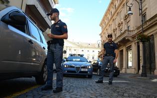 http://www.seguonews.it/poliziotti-costretti-a-comprare-le-divise-estive-consap-ai-cittadini-mandateci-un-bonifico-per-acquistarle