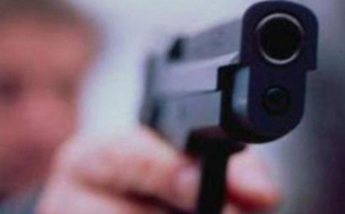 http://www.seguonews.it/caltanissetta-vittima-di-una-scazzottata-dichiara-sono-pronto-a-difendermi-e-la-polizia-sequestra-le-pistole