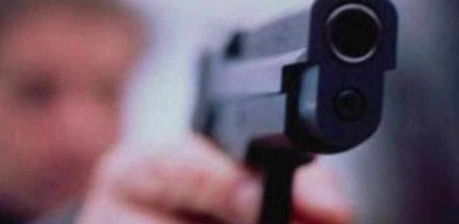 """Caltanissetta. Vittima di una scazzottata dichiara: """"Sono pronto a difendermi"""" e la Polizia sequestra le pistole"""