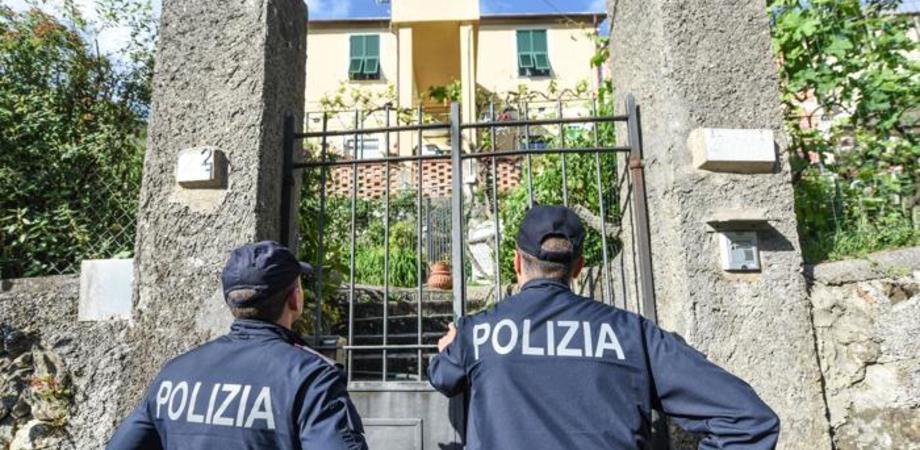 Lite al femminile a Caltanissetta. Ragazza minaccia di morte le familiari e insulta i poliziotti: denunciata